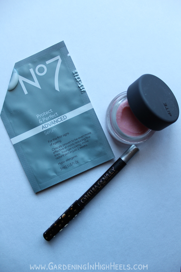 Trying out the Boots No7 Protect and Perfect Serum