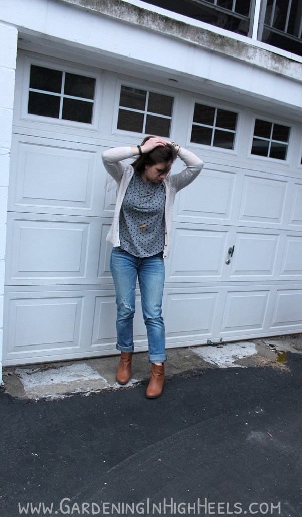Destroyed denim from American Eagle. Perfect for spring with a light sweater and a bright lip!