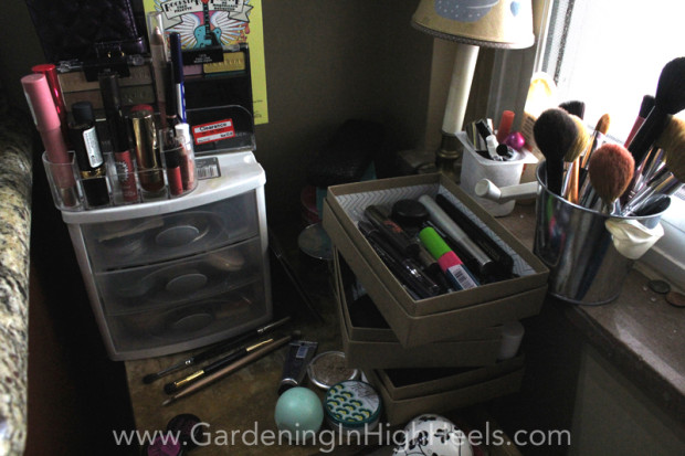 Use these tips to organize and store your makeup using things you probably already have around the house!