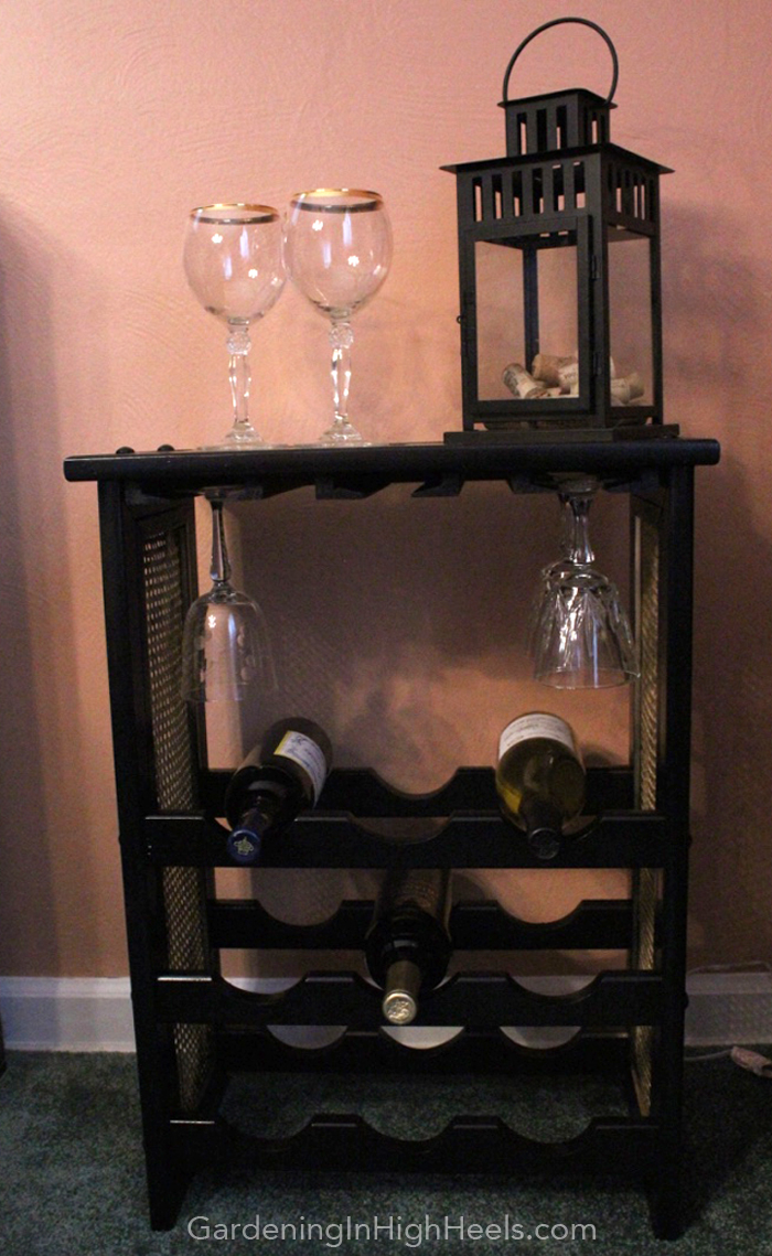 80s wine rack makeover with spray paint. Love the gold and black combo! | Gardening In High Heels
