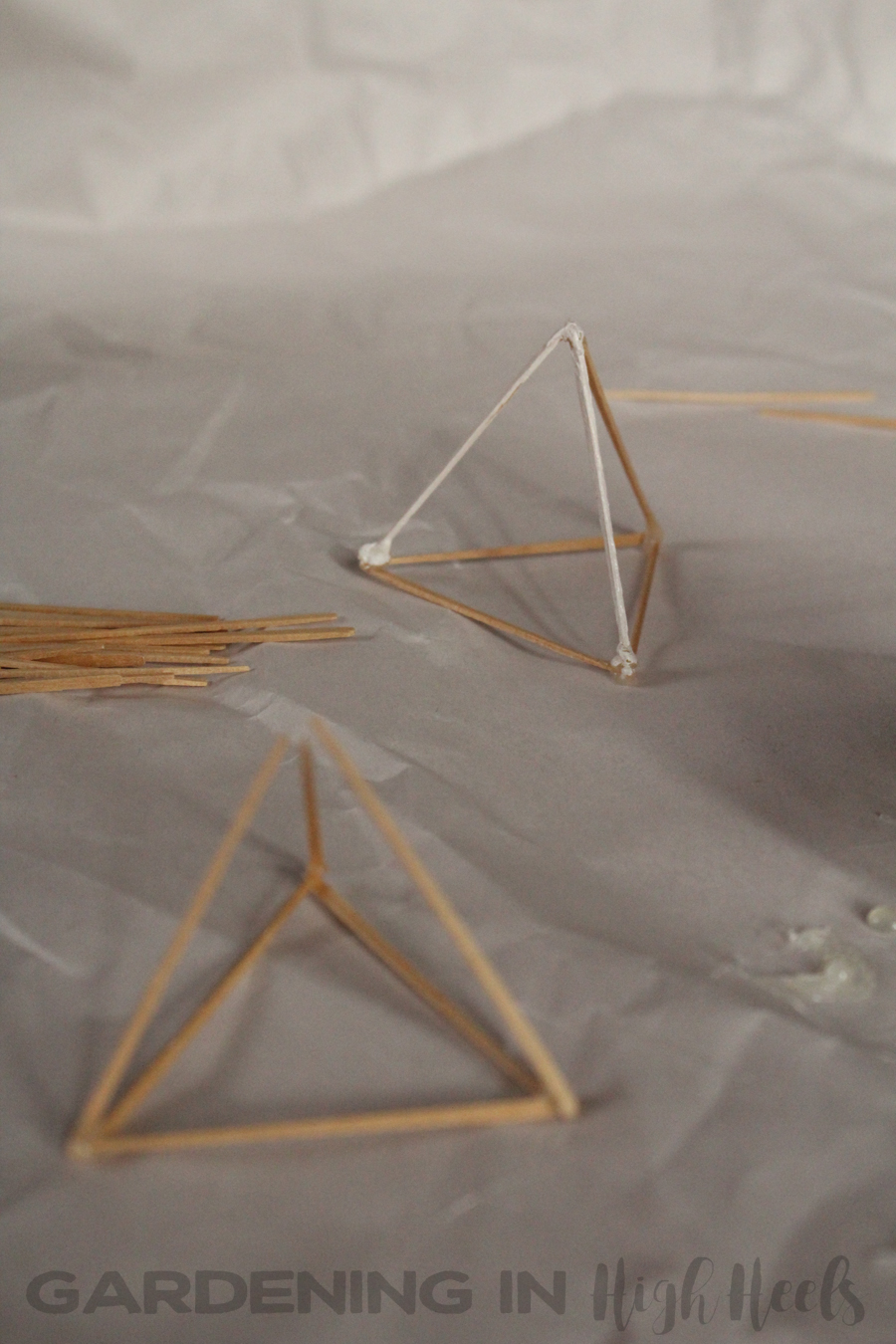 DIY toothpick air plant holder. So easy to make!